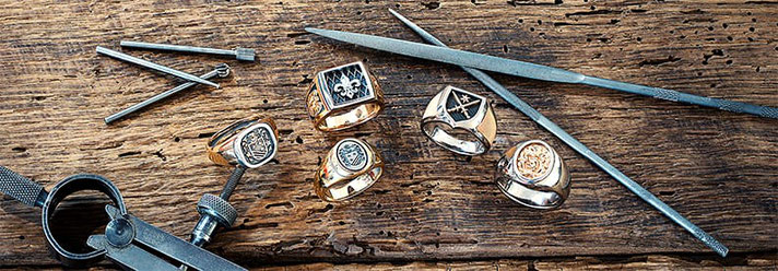 Individuelle und handgefertigte Wappenringe der Goldschmiede OBSESSION Zürich und Wetzikon