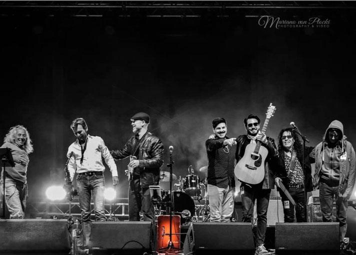 Cajonist Grego Cantos mit der Band Las Nueces, Musik Festival 2019, München Germany