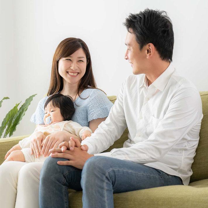 不動産の悩みから解放され幸せな家族のイメージ画像