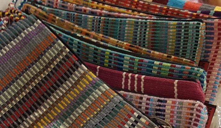Bolsos de aseo con telas artesanales 100% algodón i con forro plastificado en su interior