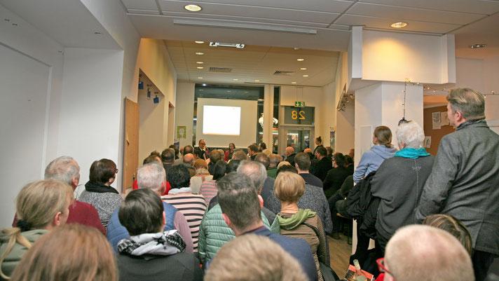 """Der Projektladen """"in:takt"""", der von Studierenden der Otto-von-Guericke-Universität betrieben wird, war bis auf den letzten Platz gefüllt. Foto: agentur pres(s)tige"""