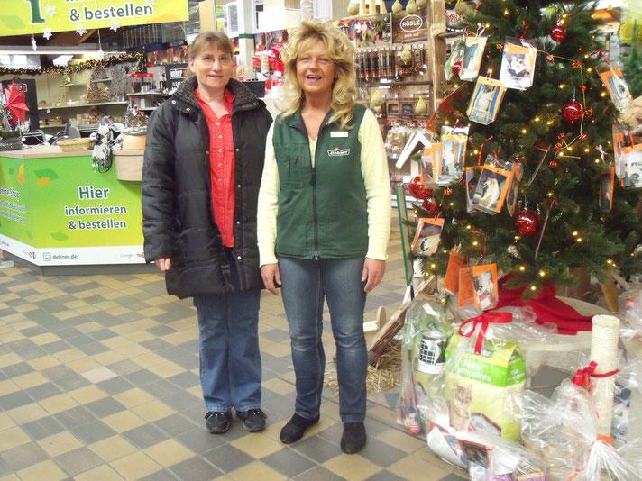 Frau Hautmann der Fa. Dehner und Frau Hughes (rechts)(Tierschutzverein)