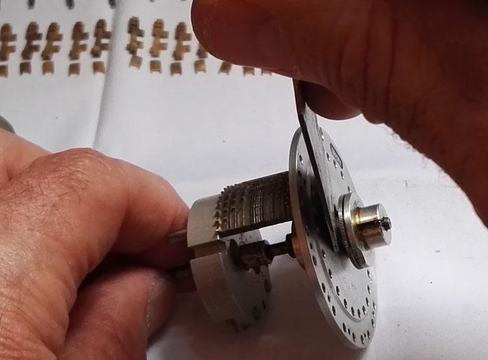 Démontage de l'anneau élastique de disque de remise à zéro