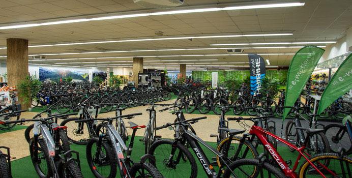 Die e-motion e-Bike Welt in Nürnberg bietet eine große Auswahl verschiedener City e-Bikes an.