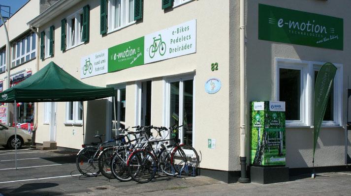 Auf großer Ladenfläche können Sie sich im Shop in Bonn zahlreiche e-Mountainbikes ansehen und probefahren.