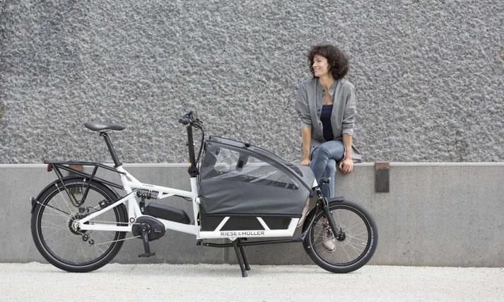 Lasten e-Bikes in der e-motion e-Bike Welt in Düsseldorf probefahren, vergleichen und kaufen