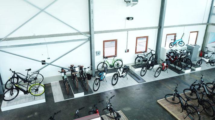 Auf großer Ladenfläche können Sie sich im Shop in Hamburg zahlreiche e-Mountainbikes ansehen und probefahren.