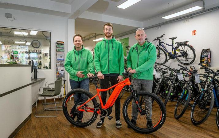 Kostenlose Beratung, Probefahrt und Vergleich von Trekking e-Bikes in der e-motion e-Bike Welt in Bochum