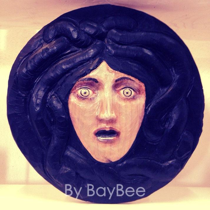 Medusa mit dem Schlangenhaupt, Lindenholz geschnitzt, und farblich gefaßt, Schutz gegen böse Geister