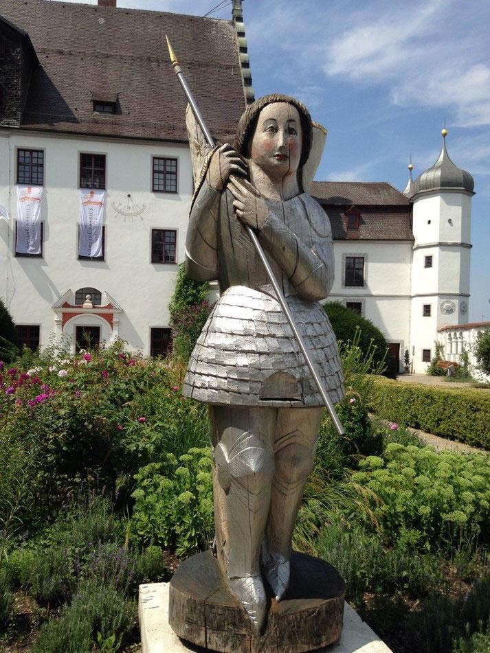 24.7.15 Jeanne d'Arc im Barockgarten von Schloß Vöhlin Illertissen, Bayerisches Bienenmuseum ab Frühjahr 2016, mehr unter aktuell vor Ort