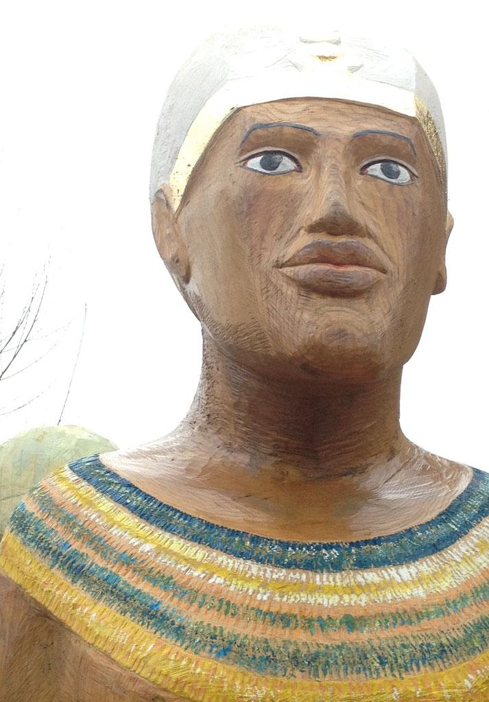 Auch Echnaton gibt es als Figurenbeute für Bienen, der Parao der Sonne könnte geschaffener nicht sein für Bienen im Bauch.
