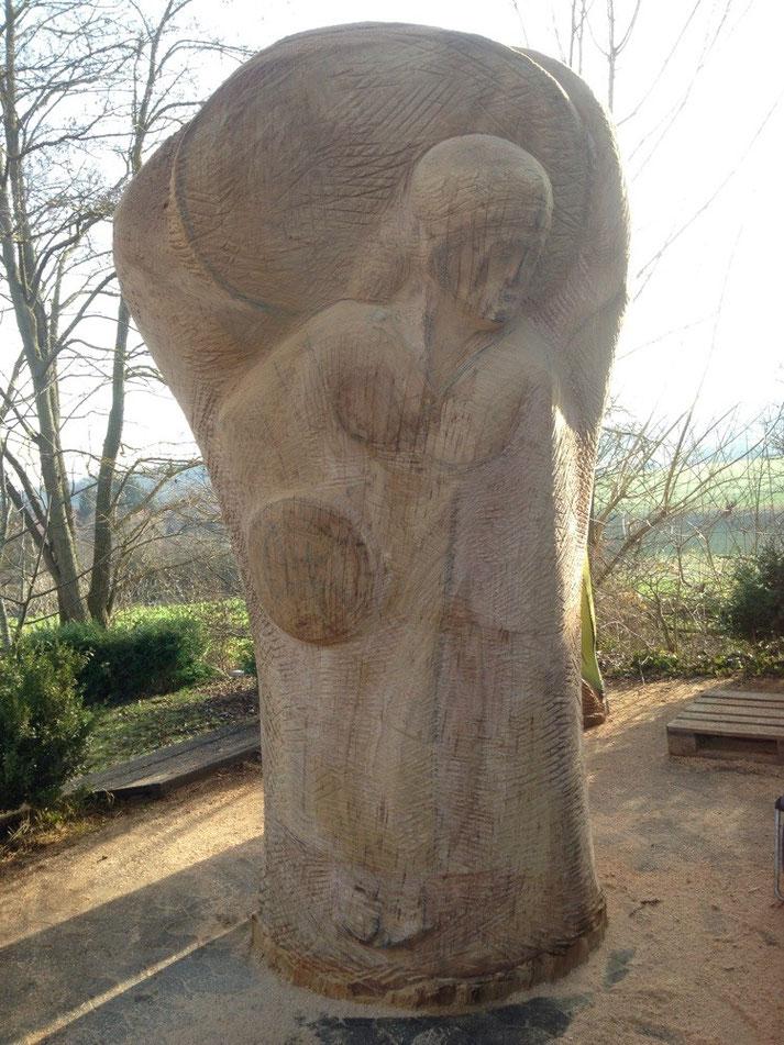 Der Erzengel Michael, Eichenstamm, 2m70 hoch, 1m mittlerer Durchmesser