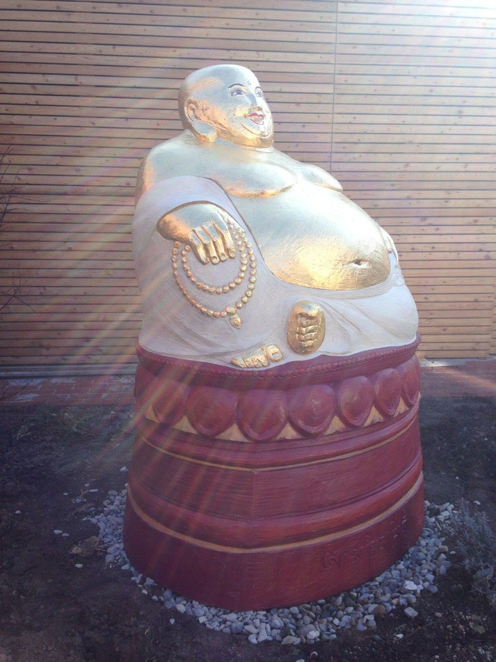 Am Ort seiner Bestimmung, der 'Lachende Buddha' für Bienen
