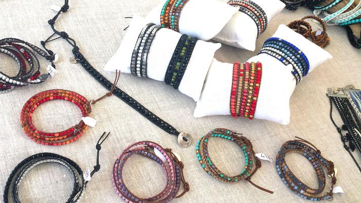 Retrouvez les superbes bracelets wrap: des bijoux de créateur originaux, boho chics, imaginés et créés sur le Bassin d'Arcachon qui seront du plus bel effet sur votre poignet.