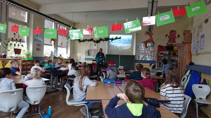 Wir durften bereits in einigen Schulklassen Diospi Suyana und unsere Arbeit vorstellen.