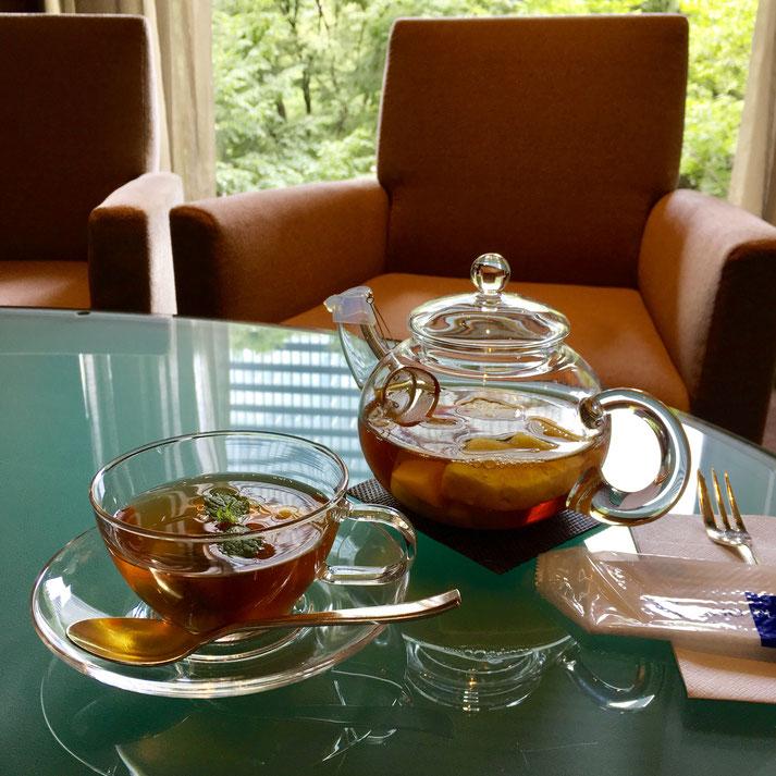 写真クリックで、京王プラザホテル(新宿)アートラウンジ『デュエット』へ
