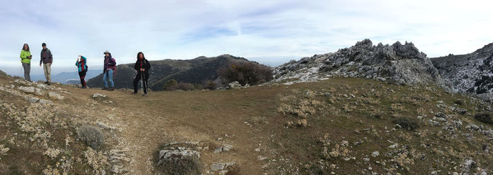 """Hier ist die Stelle mit der Abzweigung zum """"Pozo de Nieve"""", wo in alter Zeit bis zum Sommer Eis gespeichert wurde."""
