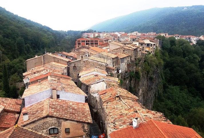 Кастельфольит-де-ла-Рока - самые красивые места Каталонии