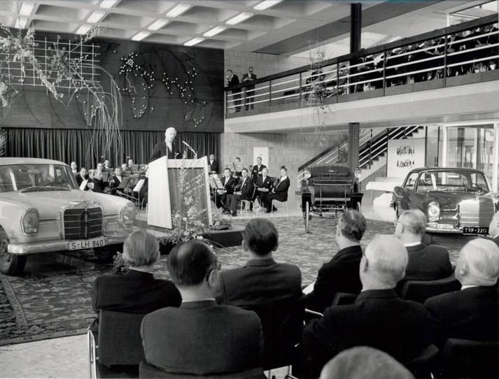 Firmenjubiläum Mercedes-Benz, 75 Jahre Motorisierung des Verkehrs
