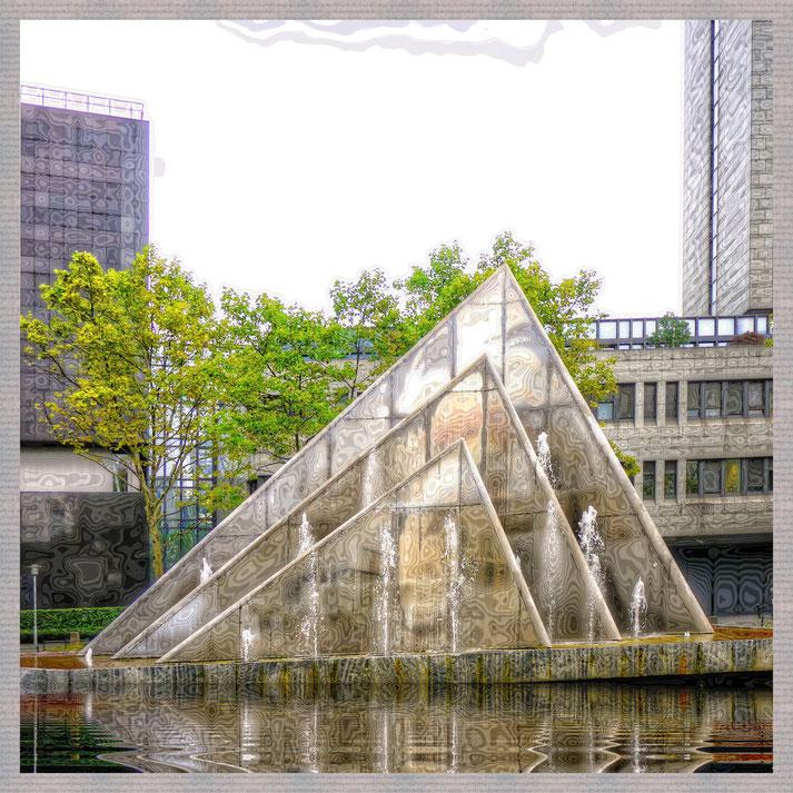 Heinz Mack - Brunnen vor der LZB als Motiv Untersetzer Foto von Rüdiger Kwade 2018