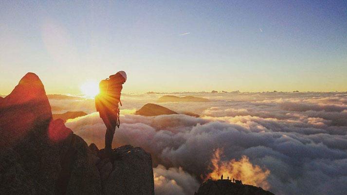 Meran ist in Südtirol und Wandergebiet ebenso wie für Radfahrer geeignet. Sonnenaufgang am Ifinger ist eine ganz besondere Situation. Magische Momente.