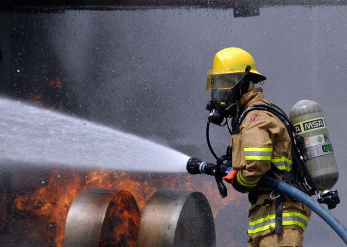 消防員,救人救火當然是要務,但可以玩水,對細路仔來説,好大吸引力