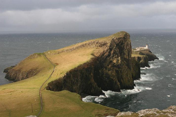 """Umtoster Felsen """"Neist Point"""" mit Leuchtturm auf der Spitze auf der Isle of Skye"""