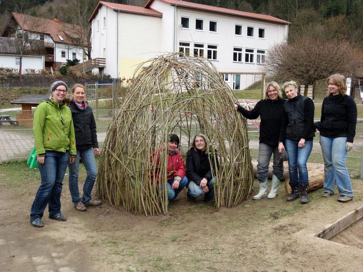 Die fleißigen Mamas und Erzieherinnen des Steinwiesener Kindergartens nach getaner Arbeit.