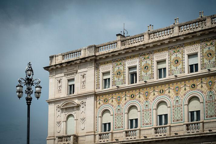 Teilansicht des Palazzo del Governo (Piazza dell'Unità d'Italia) in Triest