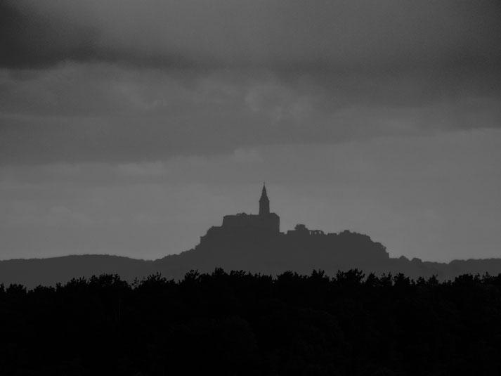 """Am Nachmittag zog der Himmel dann endgültig zu und ein Blick vom """"Grenzland"""" auf die Burg Güssing kurz vor der Heimfahrt"""
