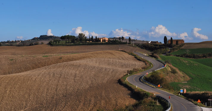 Crete Senesi, Toscana, Italia. Itinerari di vino. Blog Etesiaca
