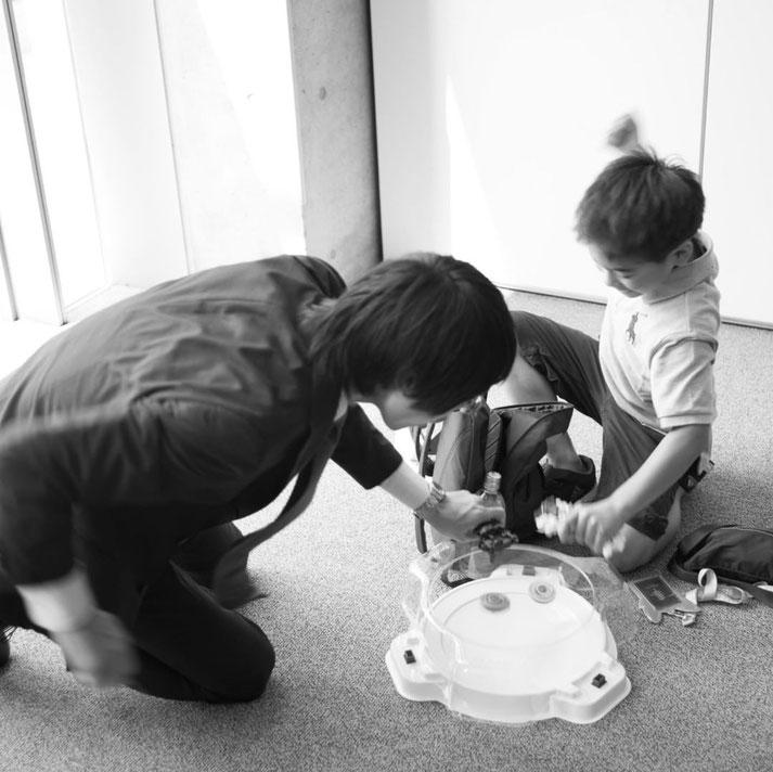 画像: 東京アメリカンクラブでベイ勝負をしている様子