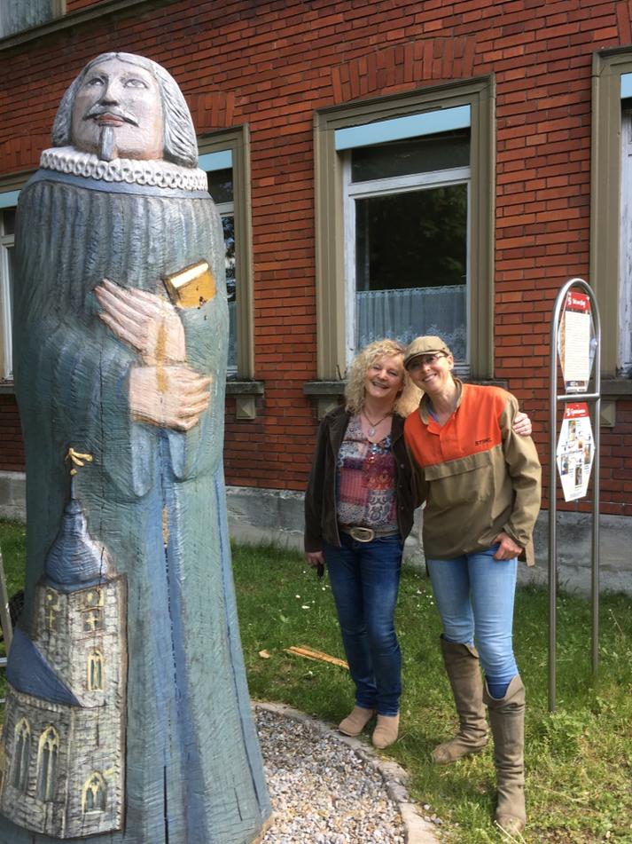 Karin Preis vom Imkerverein Mittlerer Aischgrund betreut 2 Figurenbeuten