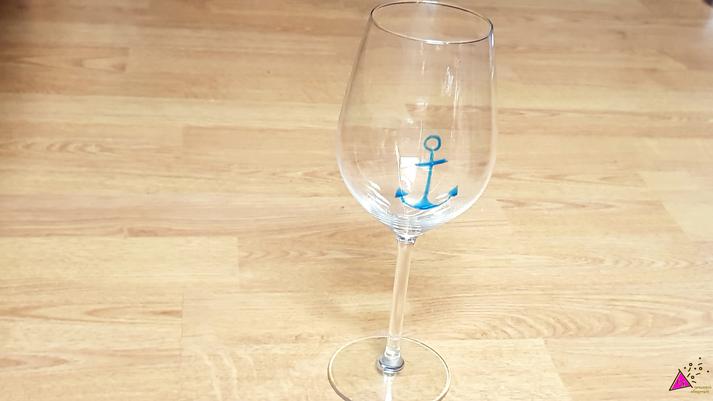 Weinglas-mit-Anker-bemalt