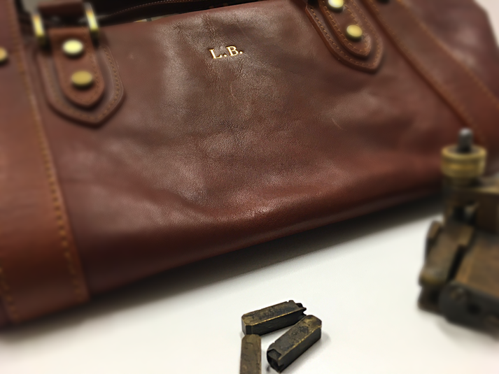 Engraving leather bag - Conti Borbone - personalised your bag in Milan