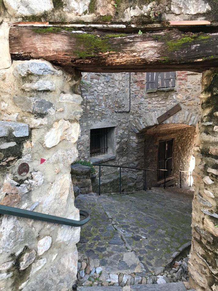 Palalda : petite ville associée à Amélieles bains.  Vieux village, partout en pente, et tout en pierres apparentes