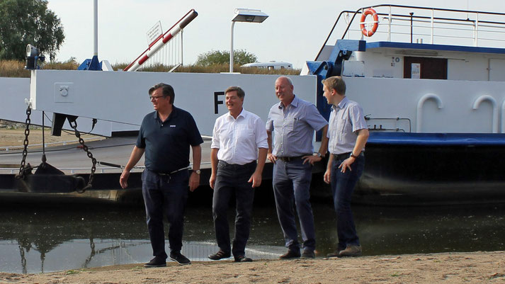 v.l. Uwe Dorendorf (MdL), Eckhard Pols (MdB), Wilhelm Kastens und Felix Petersen