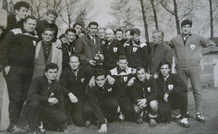 Le Rugby club Bastias en Mai 1964 à Bruxelles. Deux ans d'existence à peine mais la qualité est déjà là…