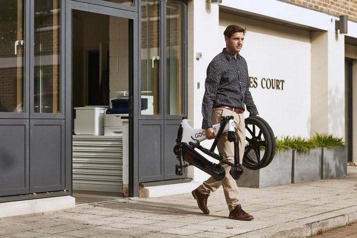 Lernen Sie die praktischen Eigenschaften von Falt- und Kompakt e-Bikes im Shop in Bielefeld kennen