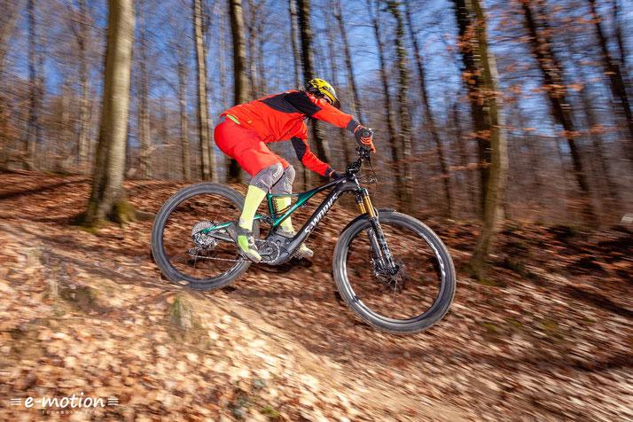 Durch das eingebaute Brose-Antriebssystem ist der Antrieb des e-Mountainbikes besonders kraftvoll und harmonisch.