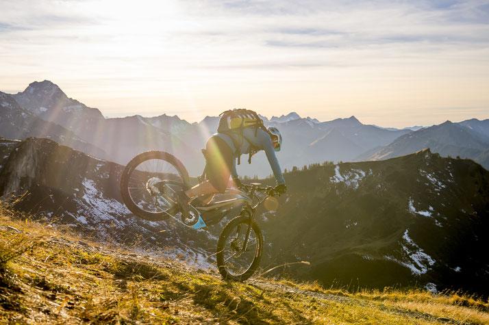 e-Mountainbikes in der e-motion e-Bike Welt in Frankfurt vergleichen, probefahren und kaufen