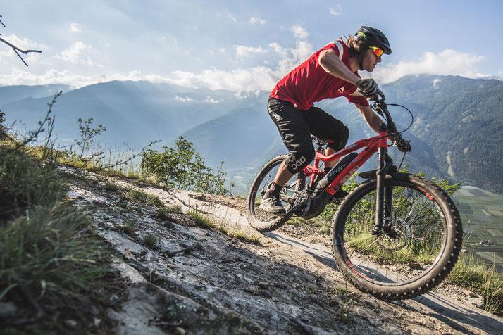 Im Shop in Oberhausen können Sie alle unterschiedlichen Ausführungen von e-Mountainbikes kennenlernen.