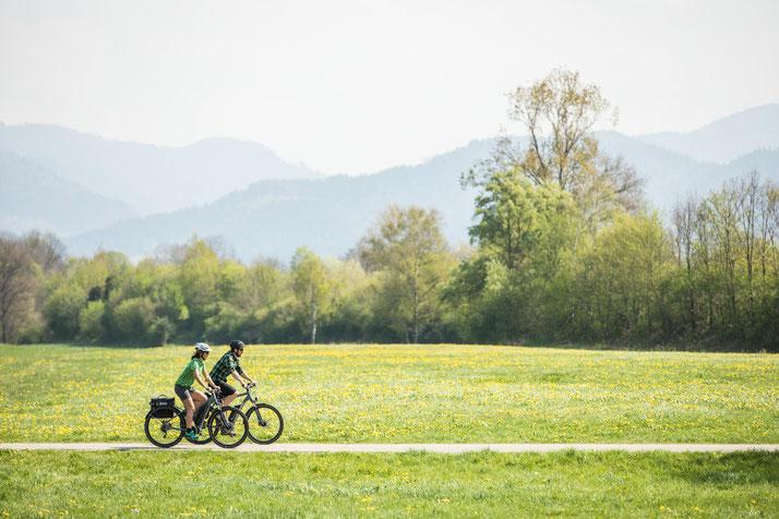 In Düsseldorf können Sie auch Trekking e-Bikes für eine geplante Tour mieten.