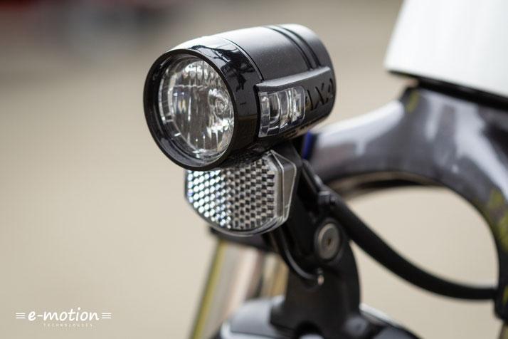 Das Haibike SDURO Trekking 6.0 e-Bike wird mit Komponenten von AXA beleuchtet