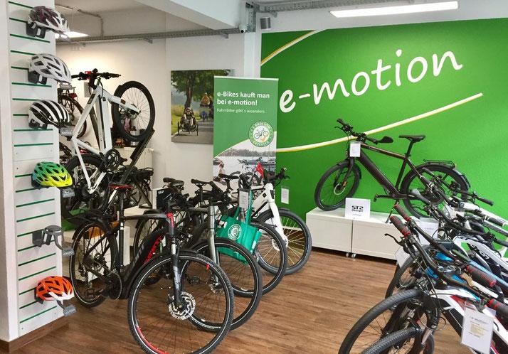 Auf großer Ladenfläche können Sie sich im Shop in Bochum zahlreiche e-Mountainbikes ansehen und probefahren.
