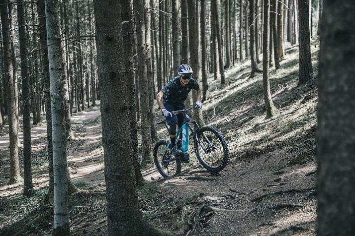 Im Shop in Köln können Sie alle unterschiedlichen Ausführungen von e-Mountainbikes kennenlernen