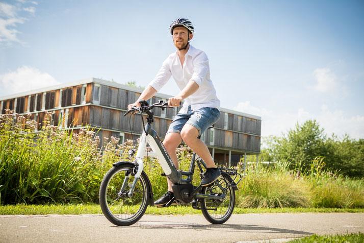 Lernen Sie die praktischen Eigenschaften von Falt- und Kompakt e-Bikes im Shop in München West kennen
