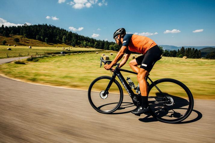 Die neusten e-Rennräder und Road e-Bikes gibt es bei e-motion