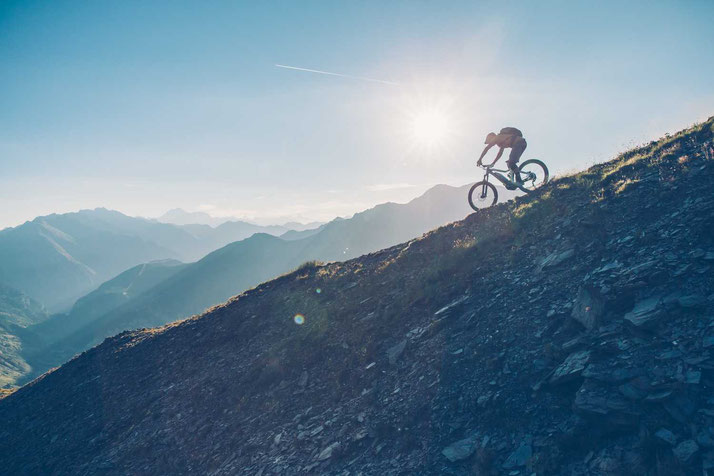 Erleben Sie e-Mountainbikes in der e-motion e-Bike Welt in Berlin-Steglitz. Beratung, Probefahrt und kaufen!