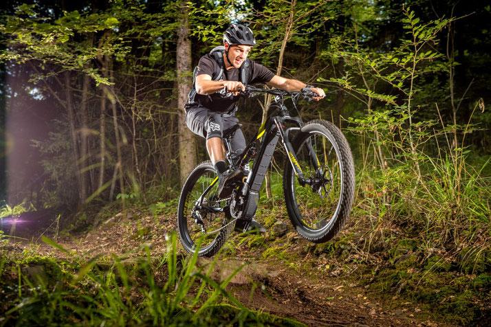 Im Shop in Ulm können Sie alle unterschiedlichen Ausführungen von e-Mountainbikes kennenlernen.